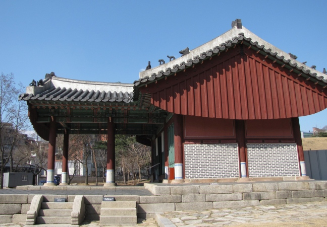 The sign on the left staircase says that only spirits are allowed to walk there. To the right is the king's staircase.